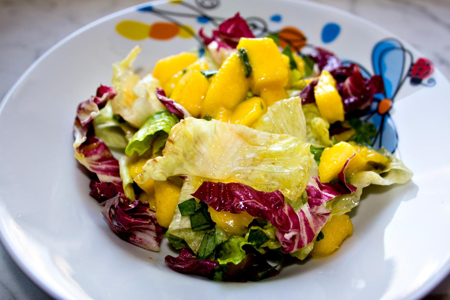 salat mit mango und basilikum kalorienarm und gesund dishes delicious. Black Bedroom Furniture Sets. Home Design Ideas