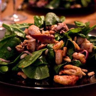 Orientalischer Spinatsalat mit Datteln