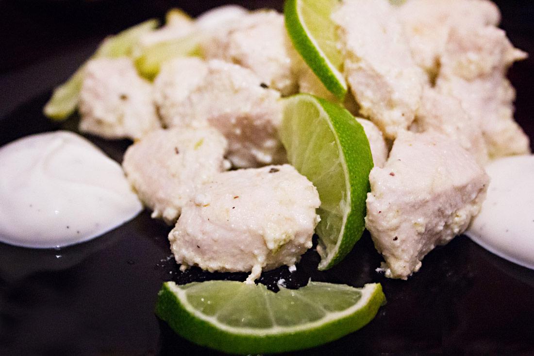 Hähnchenbrustfürfel in Joghurt-Limetten-Marinade