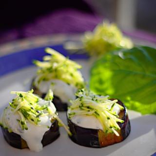 Auberginen, griechischer Joghurt, Zucchini
