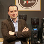 Ein Foto von Carlo Odello vom Internationalen Institut der Kaffeeverkoster