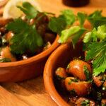 Tapas: Gebratene Champignons mit Knoblauch