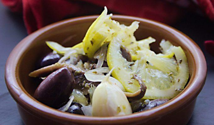 Tapas: Marinierte Oliven mit Sardellen