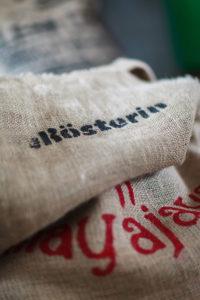 """Ein Sack für Kaffeebohnen mit dem Logo """"Die Rösterin"""" von Johanna Wechselberger"""