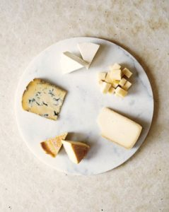 Ein Käseplatte mit fünf Käsesorten für den Herbst (Foto: Kim Lightbody)