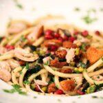 Bucatini mit Hähnchen, Granatapfel und Pistazien