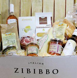 Eine Genussbox Apulien mit verschiedenen italienischen Lebensmitteln