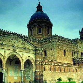 Teilansicht der Kathedrale Maria Santissima Assunta in Palermo