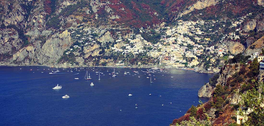 Die raue Steilküste von Positano