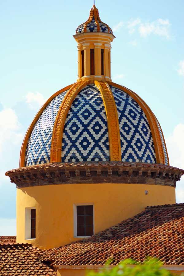 Die runde Kuppel der Parocchia San Gennaro in Praiano.