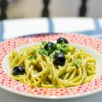 Linguine mit Thunfischsauce und Oliven