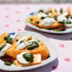 Melone mit Mozzarella und selbst gemachtem Pesto