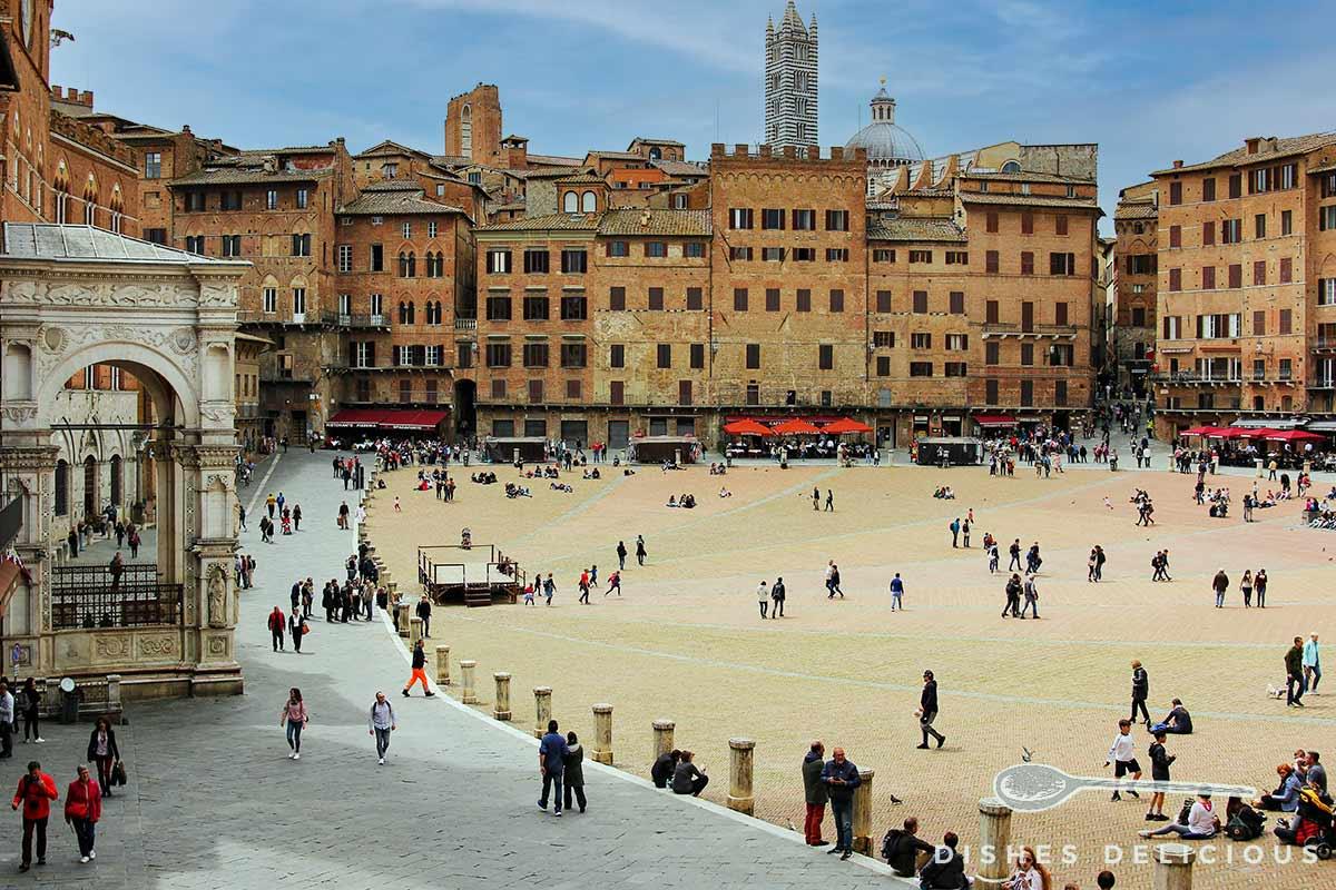 Panorama der Piazza del Campo