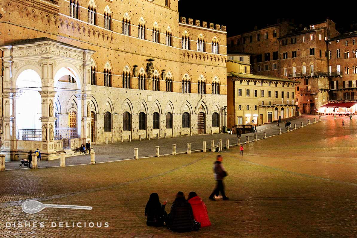 Abendstimmung an der Piazza del Campo in Siena.