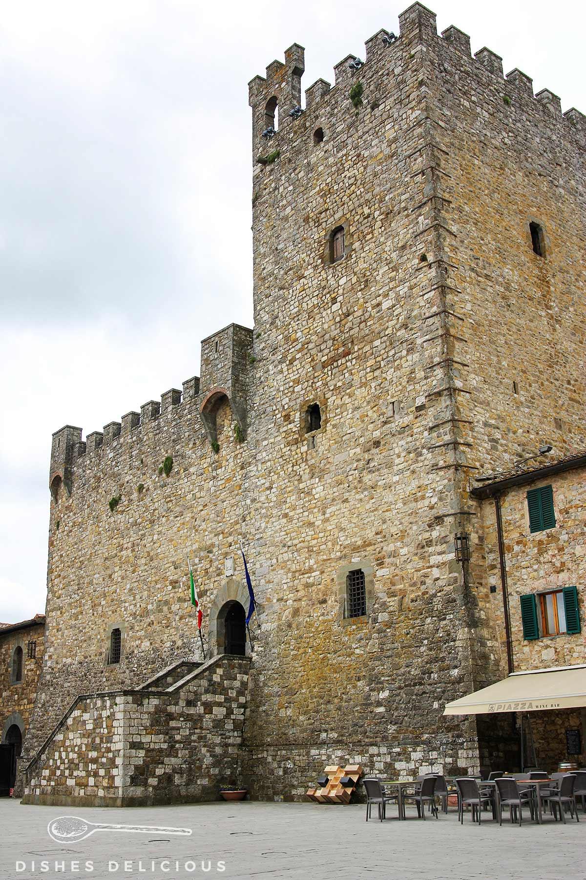 Der Rocca von Castellina - ein steinerner Wehrturm
