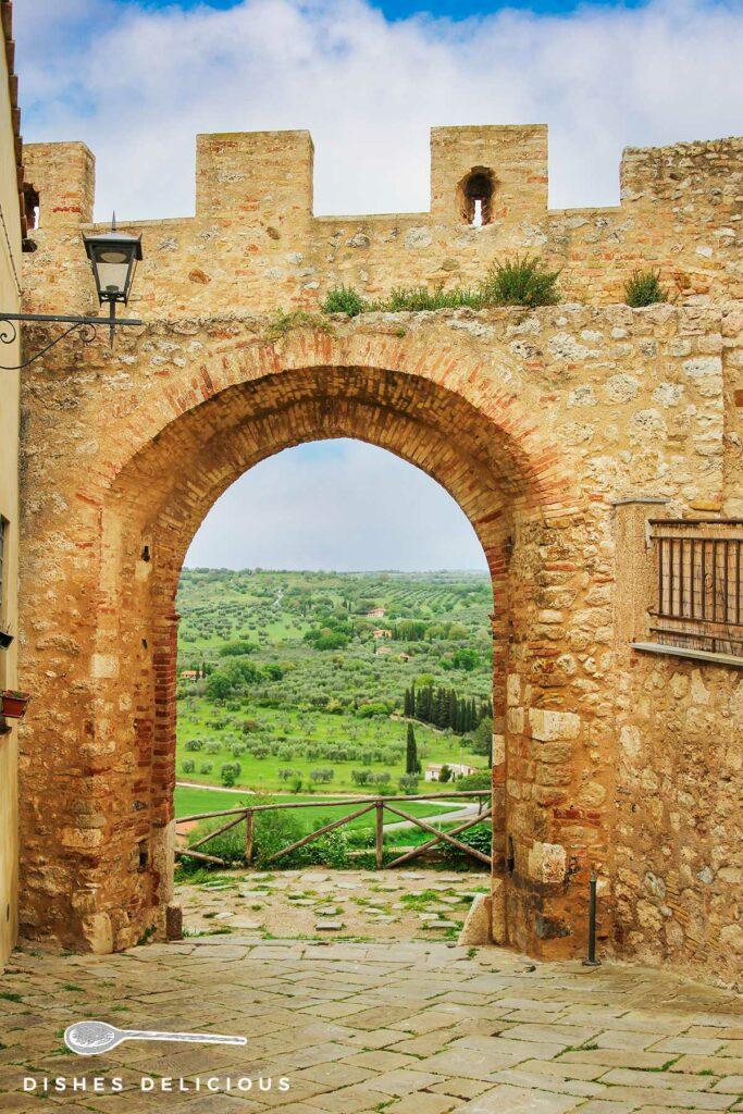 Foto des mittelalterlichen Stadttors Porta San Martino.