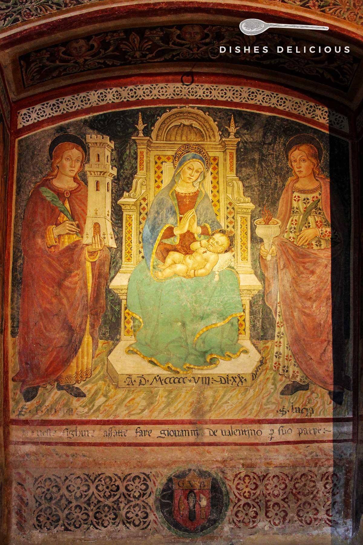 Foto eines Fresko, das die Maria mit Jesuskind zwischen zwei Heiligen auf einem Thron sitzend zeigt.