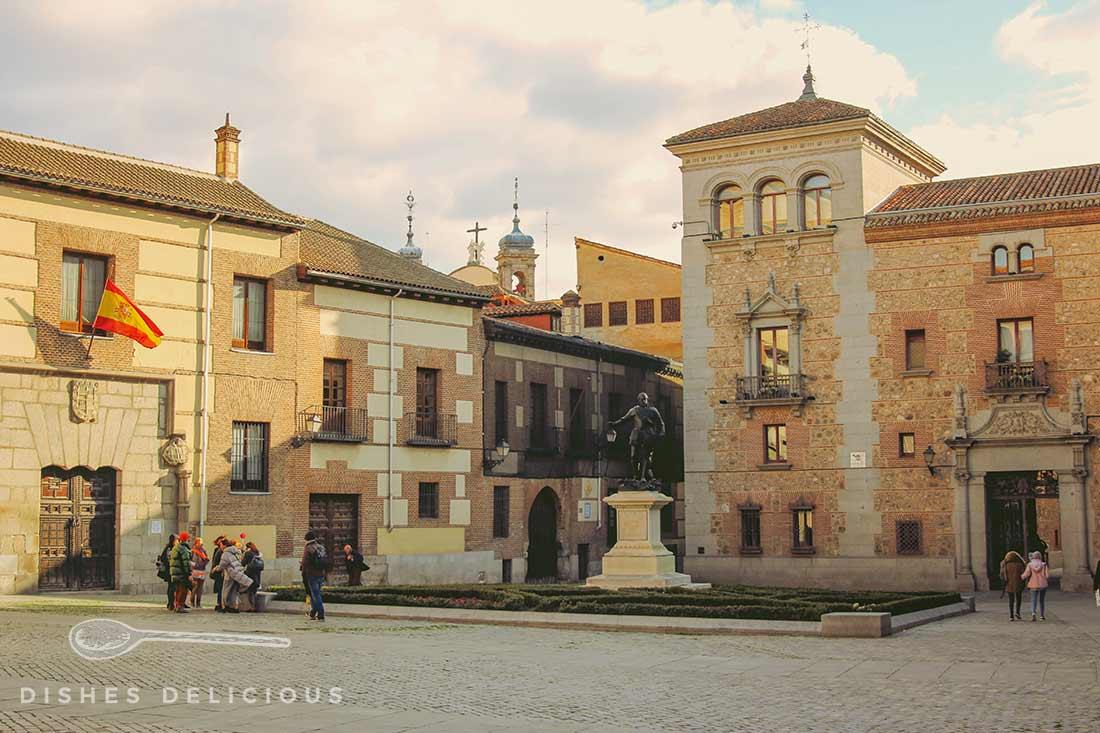 Panoramaaufnahme des Plaza de la Villa