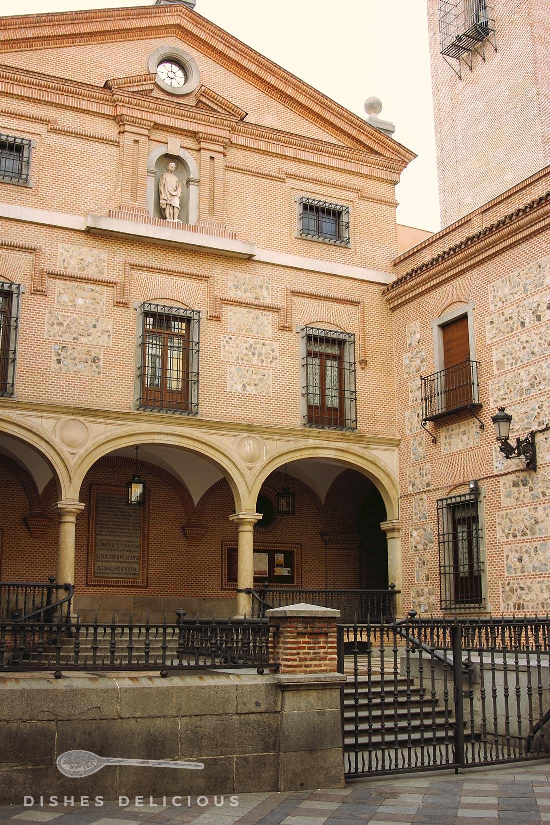 Außenfassade der Kirche San Ginés in Madrid
